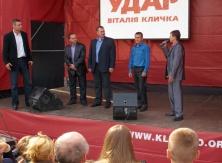 Vitaly Klitschko introduces candidates